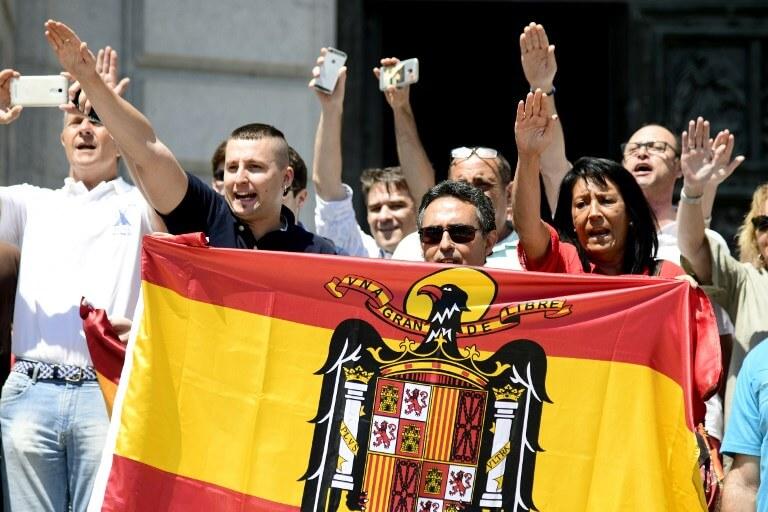 Fascist salutes at Franco's mausoleum