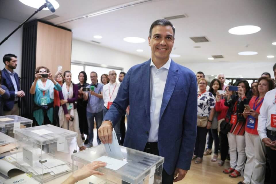 Pedro Sánchez voting