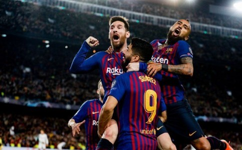 Barça celebrate against Liverpool