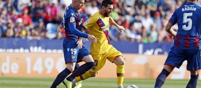 Messi in action against Levante