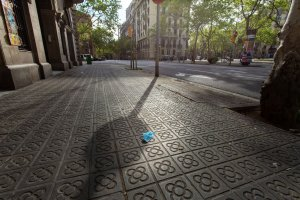 Face mask on ground in Barcelona.