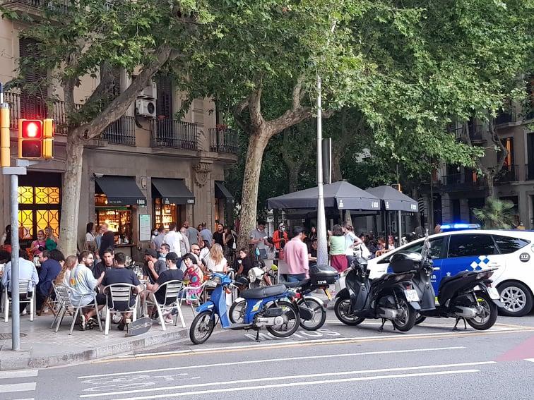 A terrace bar in the Rambla de Catalunya
