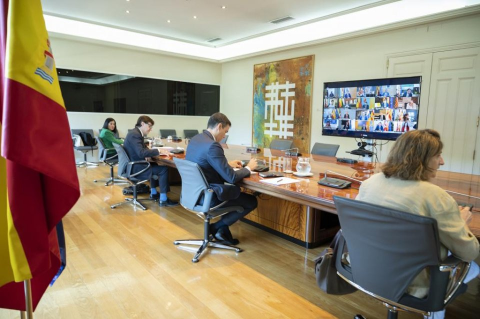 Pedro Sánchez in a video conference meeting with the regional presidents of Spain