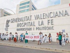 MIR strike outside Valencia Hospital La Fe