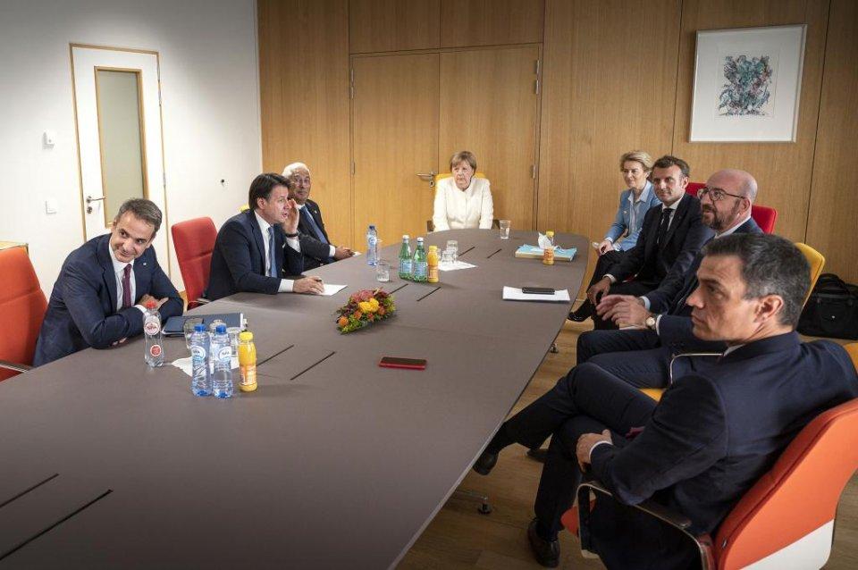 Spanish PM Pedro Sánchez (near right), with Charles Michel, Emmanuel Macron, Ursula von der Leyen, Angela Merkel, António Costa, Guiseppe Conte and Kyriakos Mitsotakis