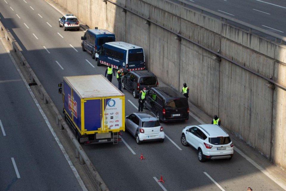 Mossos d'Esquadra road checks