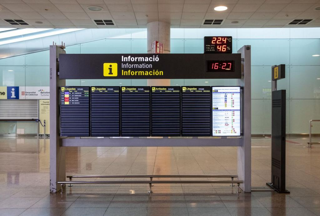 An image of a flight arrivals board at Barcelona airport