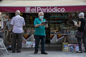 Citizens in Barcelona at a news kiosk
