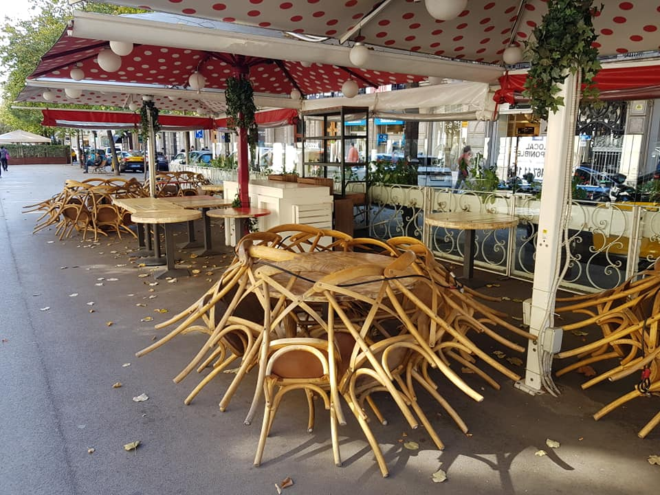 A restaurant terrace closed in Barcelona