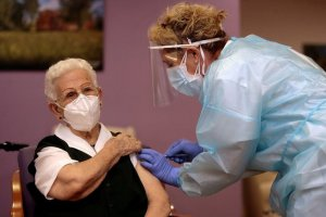 96 year old Araceli Hidalgo receiving the first Covid-19 vaccination in Spain