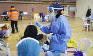 Antigen tests being carried out in La Dehesa de Navalcarbón sports centre in Las Rozas, Madrid, on 5 December 2020. (Comunidad.Madrid)