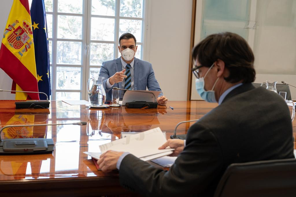 Spanish Prime Minister Pedro Sánchez and Health Minister Salvador Illa