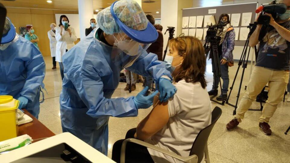 Frontline health workers being vaccinated against Covid-19 on 28 December 2020 in La Rioja region