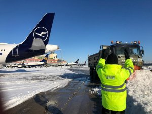 Personnel from Spain's Unidad Militar de Emergencias (UME) helping to clear the snow from Madrid Airport on 11 January 2020.