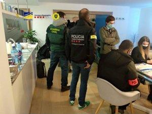 Agents of the Andorran police, the Guardia Civil, the Mossos d'Esquadra and Europol