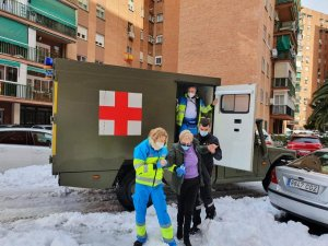 Personnel from Spain's Unidad Militar de Emergencias (UME) helping Madrid's emergency services during the weekend's snow storm.