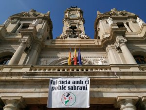 Valencia City Council displaying a banner in support of the Saharawi people
