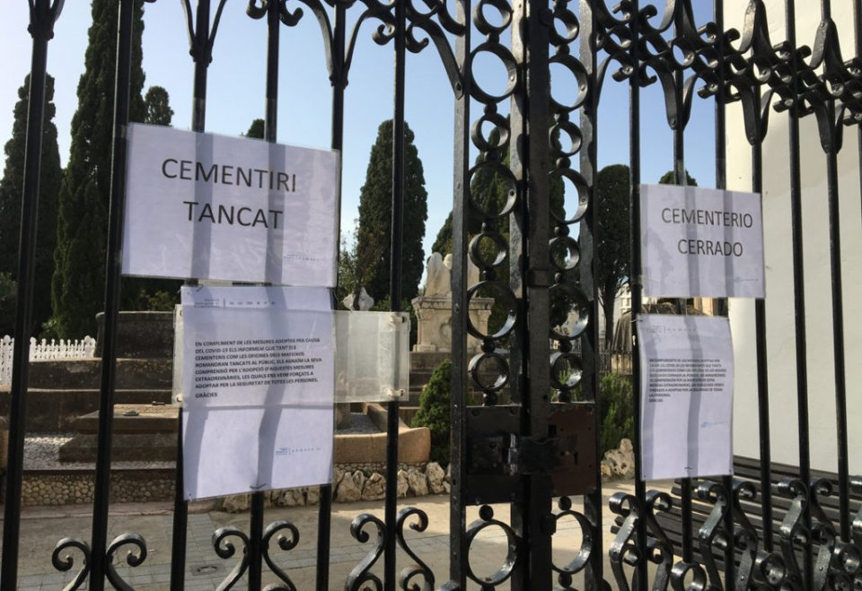 The gates of the Sant Sebastià cemetery in Sitges closed.