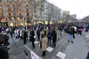 An image of the demonstration to mark International Women's Day in central Barcelona on 8 March 2021.