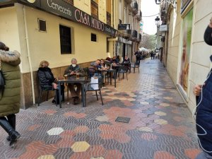 Bars and restaurants with outside terraces have been able to re-open this week in Valencia.
