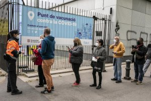 Citizens queuing for vaccinations at Barcelona's exhibition centre