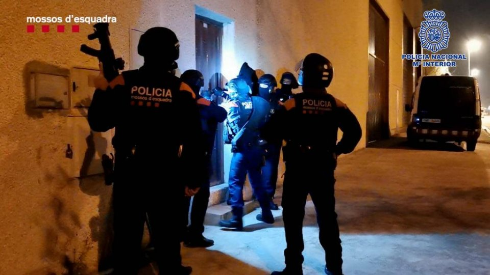 Arrests taking place during the search of premises. (Mossos d'Esquadra)
