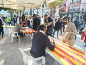 Local authors signing books in Sitges on Friday 23 April. (L'Eco)