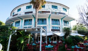 Hotel Utopia, Sitges. (L'Eco)