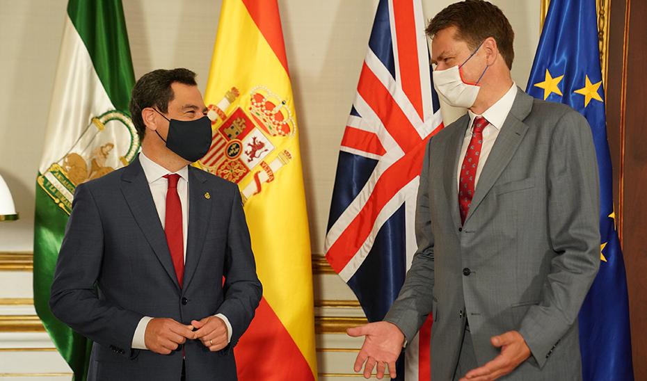 Juanma Morena, president of the Junta de Andalucía, meeting with British Ambassador Hugh Elliott