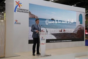 Ximo Puig at the Valencia stand at Fitur