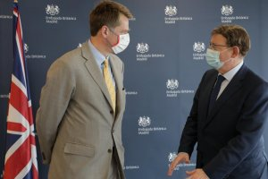 Ximo Puig, president of the Valencian government, meeting with British Ambassador Hugh Elliott