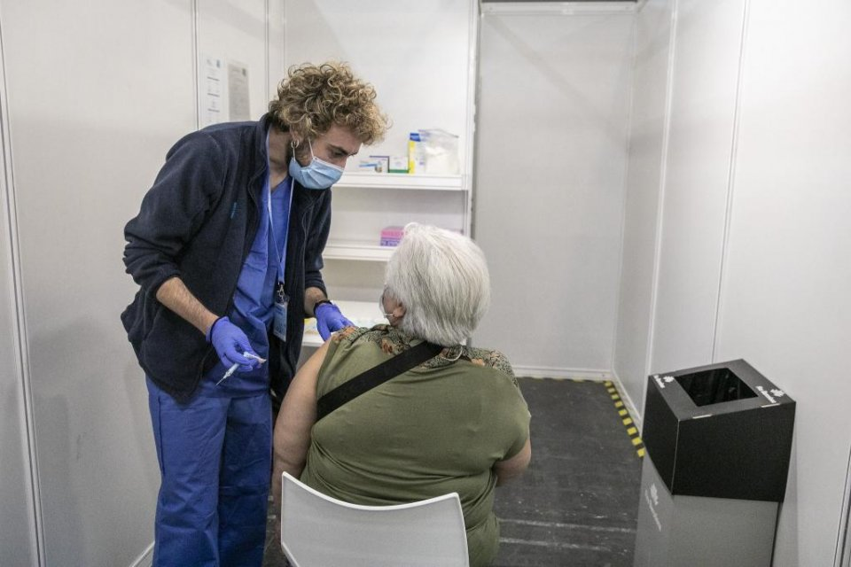 A lady receiving a jab against Covid-19 at Barcelona's exhibition centre