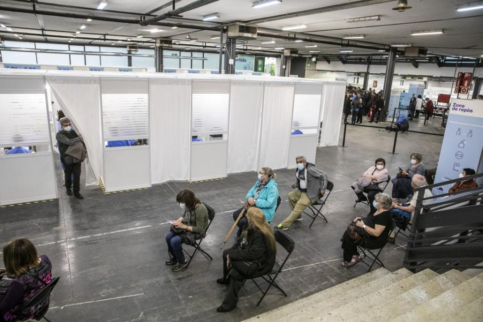 Citizens waiting for vaccinations against Covid-19 at Barcelona's exhibition centre