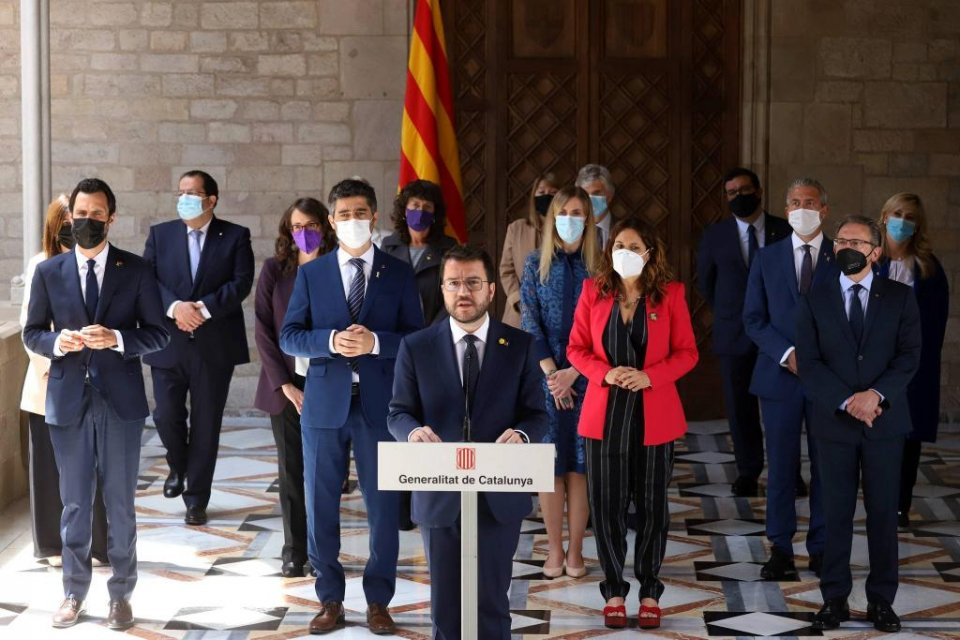 Catalan president Pere Aragonès with his 14 ministers