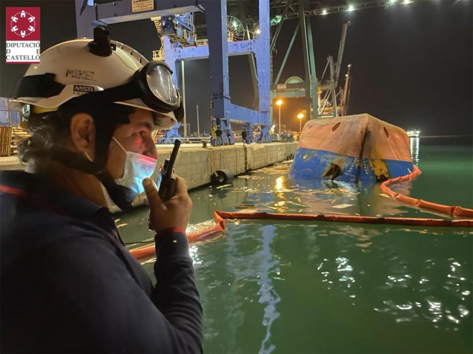 Rescue workers at the scene in the Port of Castelló