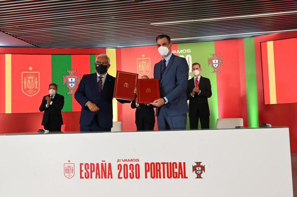 Spanish PM Pedro Sánchez and his Portuguese counterpart, Antonio Costa, sign the agreement to jointly bid to host the World Cup in 2030.