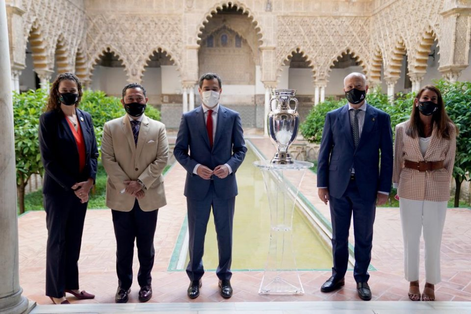 Juanma Moreno, president of the Junta de Andalucía (centre), ready to welcome fans for Spain's Euro group matches at La Cartuja stadium in Sevilla.