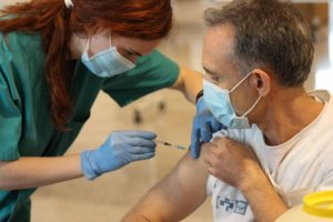 Second jabs of AstraZeneca being administered in La Rioja on 4 June 2021.