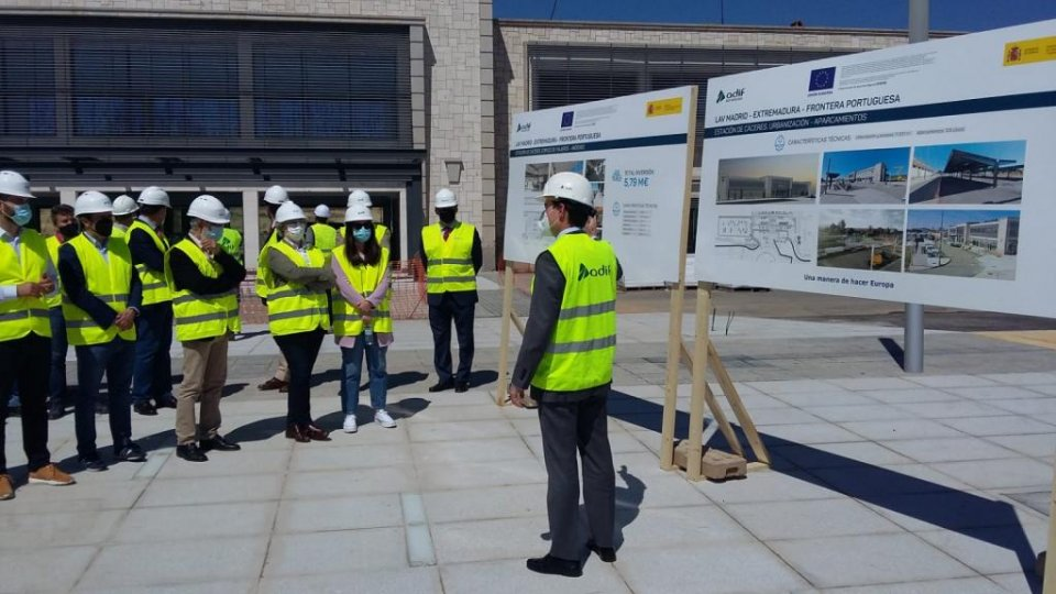 Inspection of the works being carried out to Cáceres railway station.