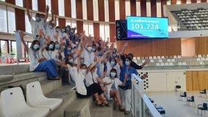 Health workers at the 'Palau d'Esports Catalunya' in Tarragona