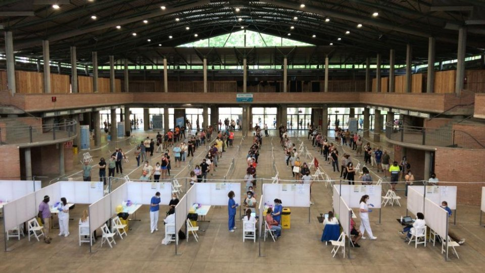 Vaccinations being administered at the Palau Firal in Girona.