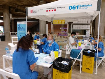 Health workers preparing jabs in Girona, Catalonia