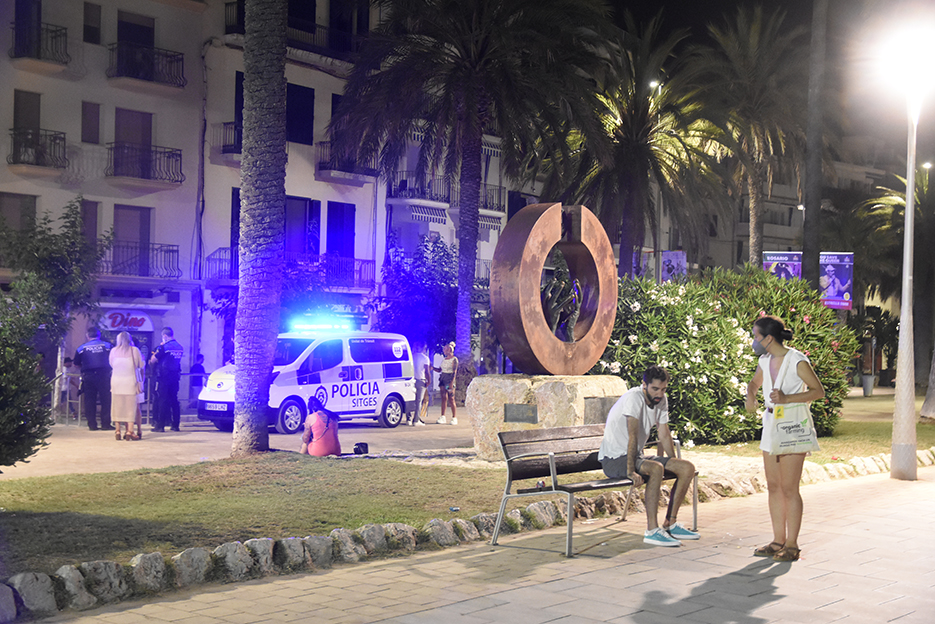 A police checkpoint on La Ribera, Sitges, on the morning of 3 July. (L'Eco)