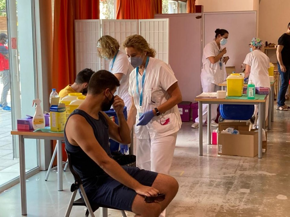 Vaccinations being administered in Catalonia.
