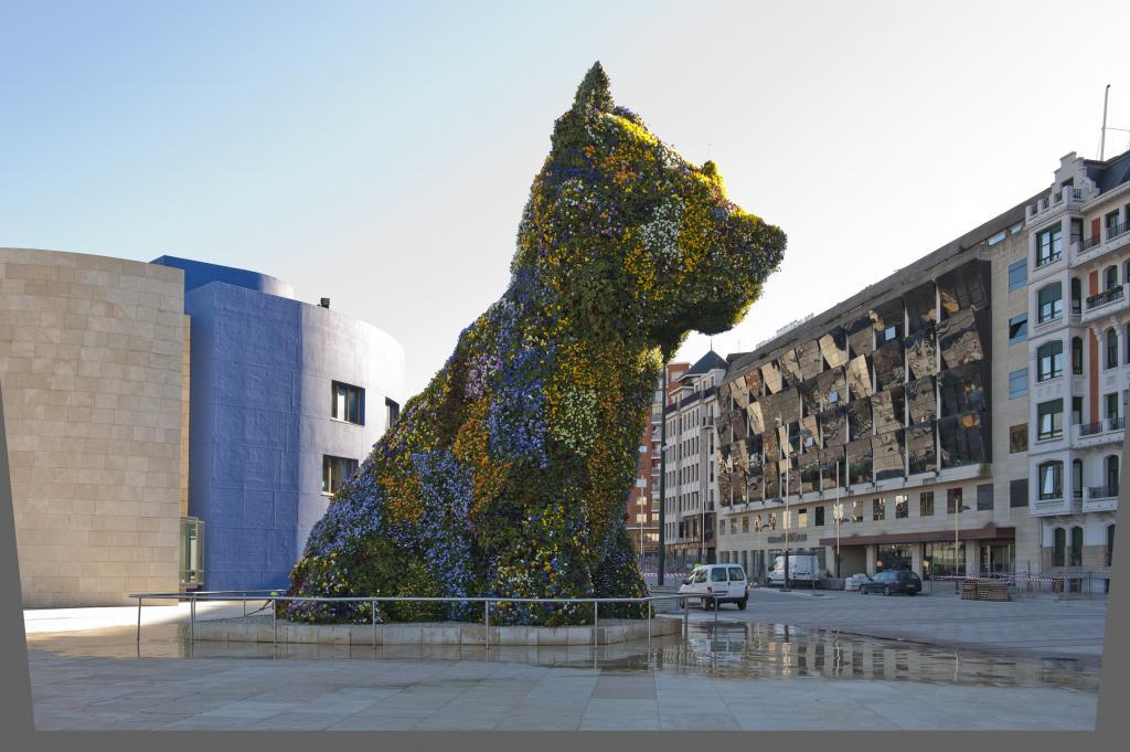 The Jeff Koons 'Puppy' sculpture at the Guggenheim Bilbao