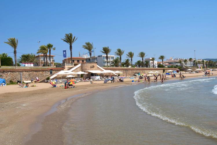 The beach of La Barra de Sitges