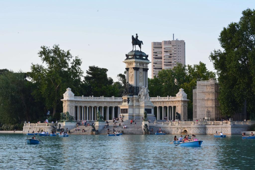 The boating lake in Retiro Park, Madrid.