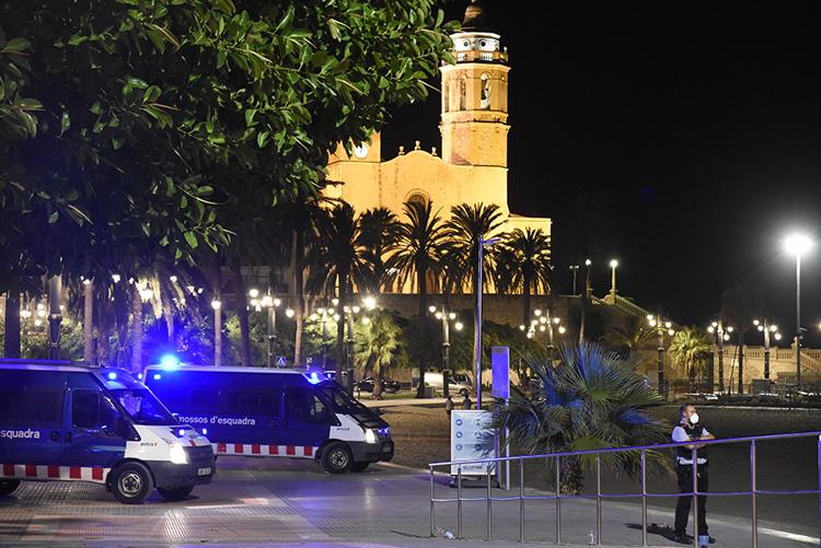 The Mossos d'Esquadra patrolling the promenade on 15 August 2021.