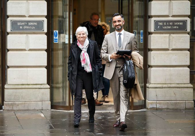 Clara Ponsatí with her lawyer Aamer Anwar at a previous hearing in Edinburgh.