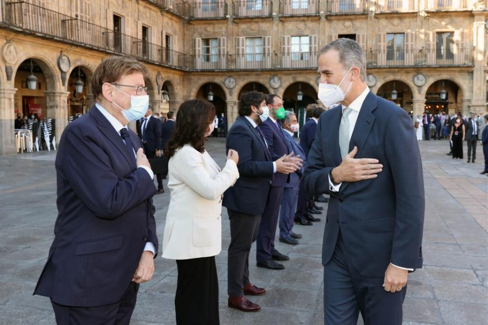 Valencia president Ximo Puig with king Felipe VI